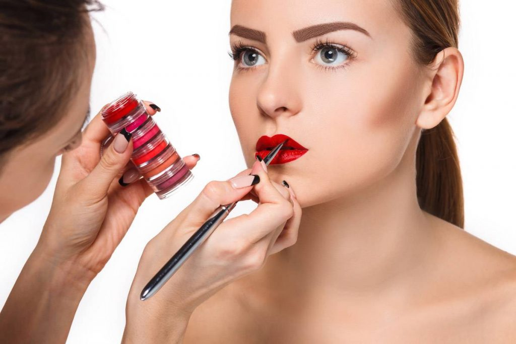 How to Apply Lipstick Perfectly?