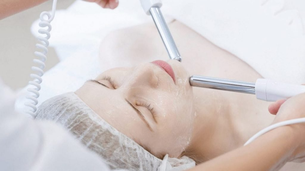 How Does Microcurrent Facial Work?