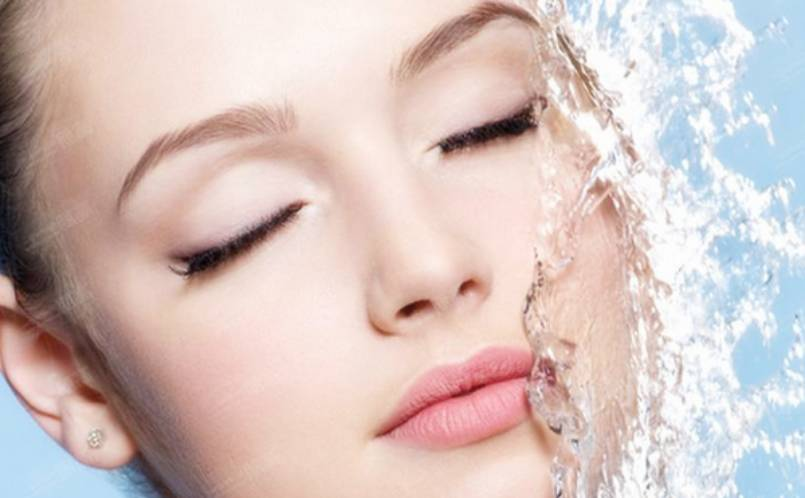 How to find the balance between oily and moist skin